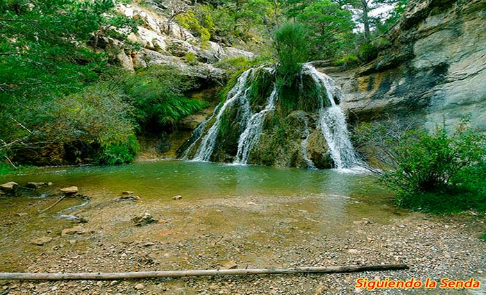 Cascada en la ruta de los caños de gudar, que ver en Teruel