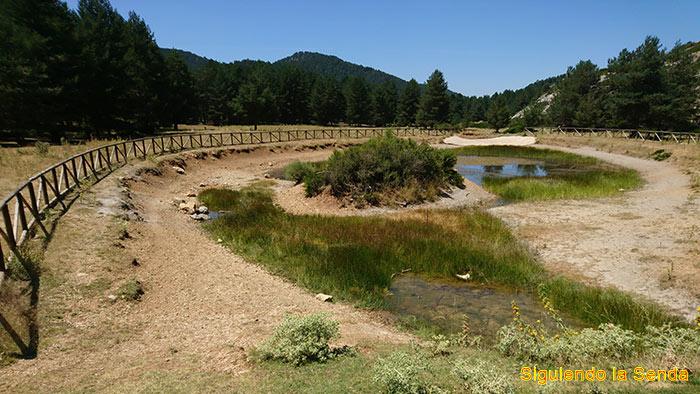 Laguna en la visita al nacimiento del río Tajo