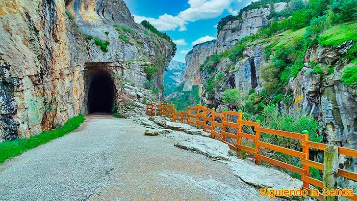 Primer túnel en la ruta por la Foz de Lumbier