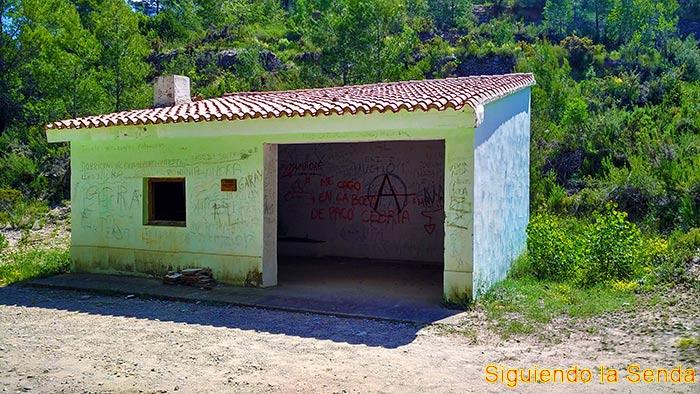 Refugio en la ruta del azud de Tuéjar