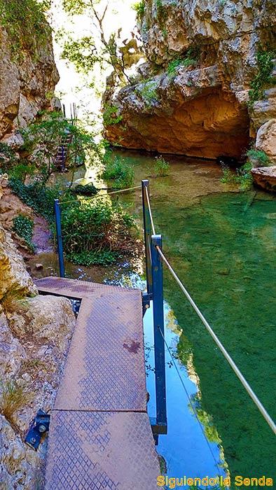 Ruta de los estrechos del rio Ebron - El Cuervo - Cascada de Calicanto
